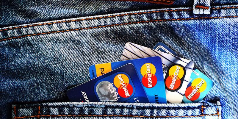 4 Rodzaje kart płatniczych — Dowiedz się, czym są Karty Debetowe, Karty Kredytowe, Karty Wirtualne i Karty Przepłacone!